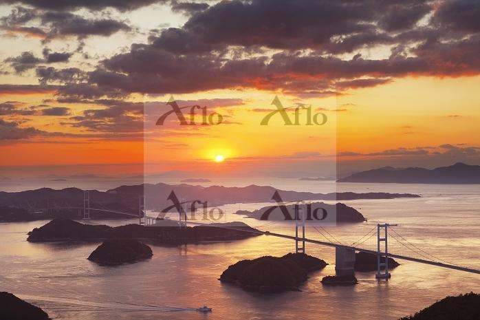 愛媛県 亀老山より来島海峡大橋と夕陽