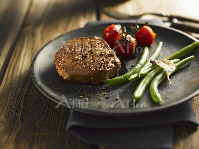 Beef steak with green beans an・・・