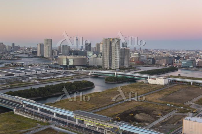 東京オリンピック施設建設予定地と豊洲方面のビル群