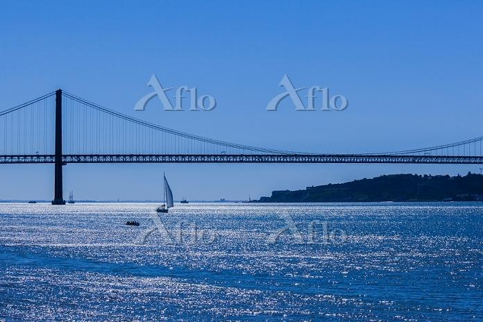 ポルトガル リスボン 4月25日橋