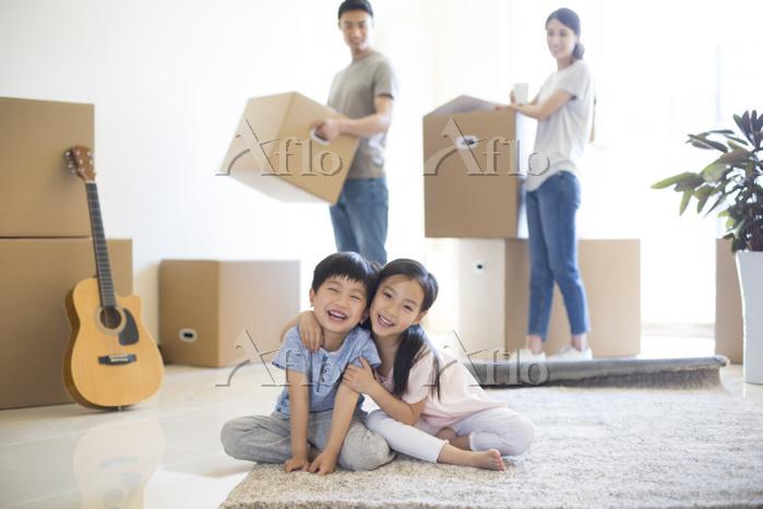 引越しをする家族