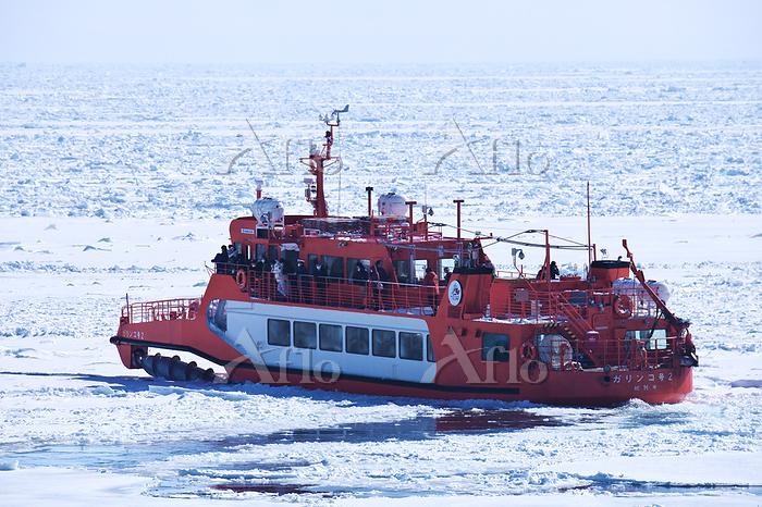 北海道 ガリンコ号2とオホーツク海の流氷
