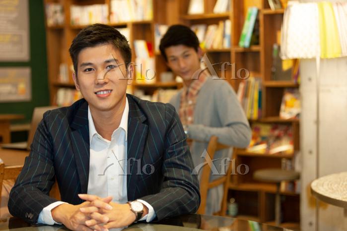 笑顔の日本人男性
