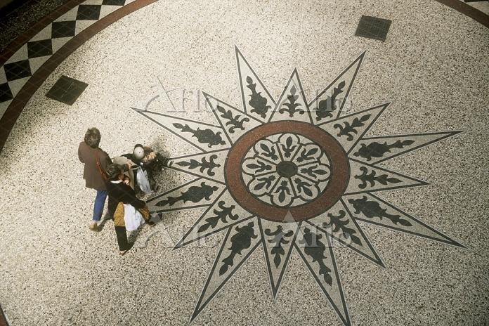 ロトンダ(円形広場)の床 ハーグ オランダ