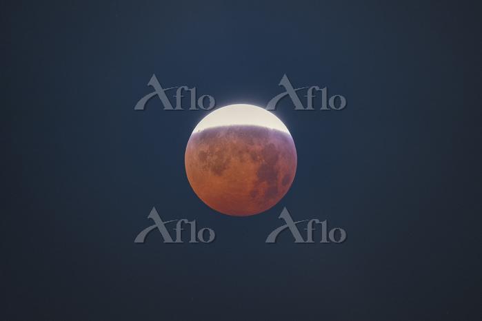 Total lunar eclipse near total・・・