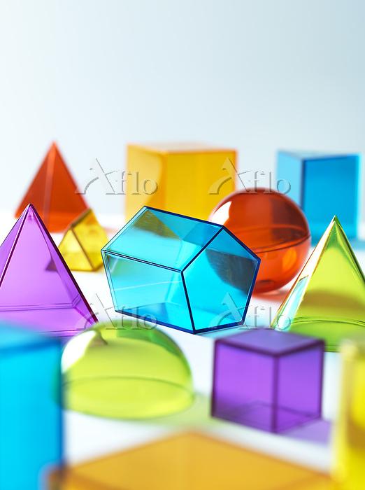 Geometric shapes on white back・・・