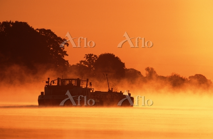 Freighter at dawn on Elbe rive・・・