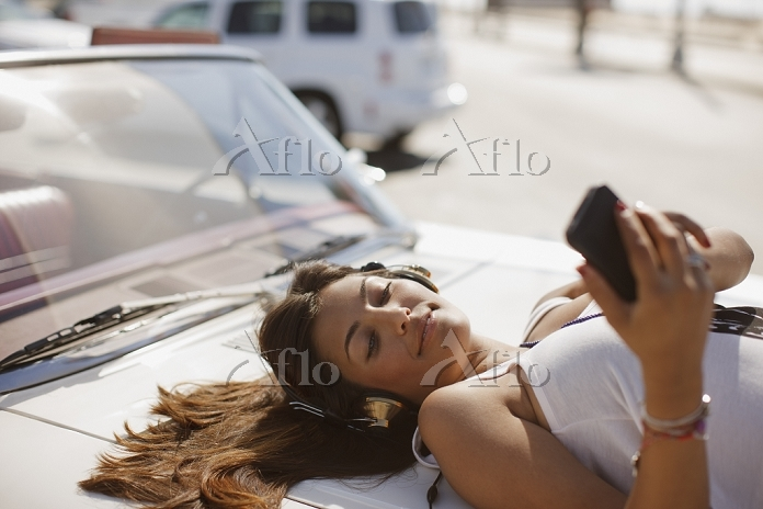 Woman listening to mp3 player ・・・