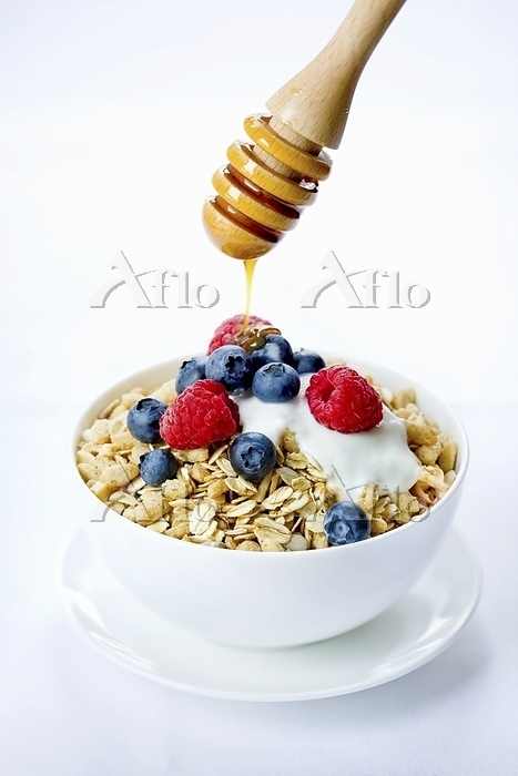 A bowl of muesli with fresh be・・・