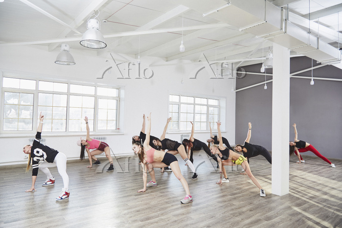 Full length of performers prac・・・