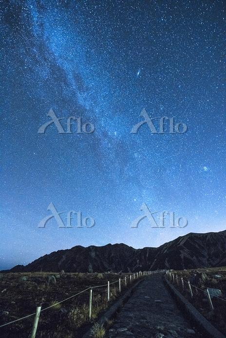 富山県 星空の室堂より立山連峰
