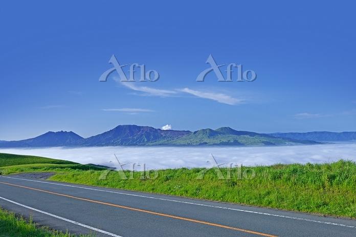 熊本県 菊池阿蘇スカイラインより望む雲海と阿蘇五岳