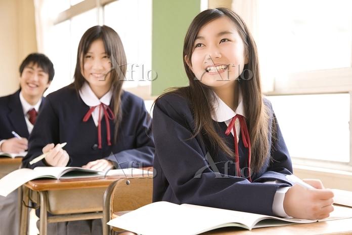 授業に臨む中学生