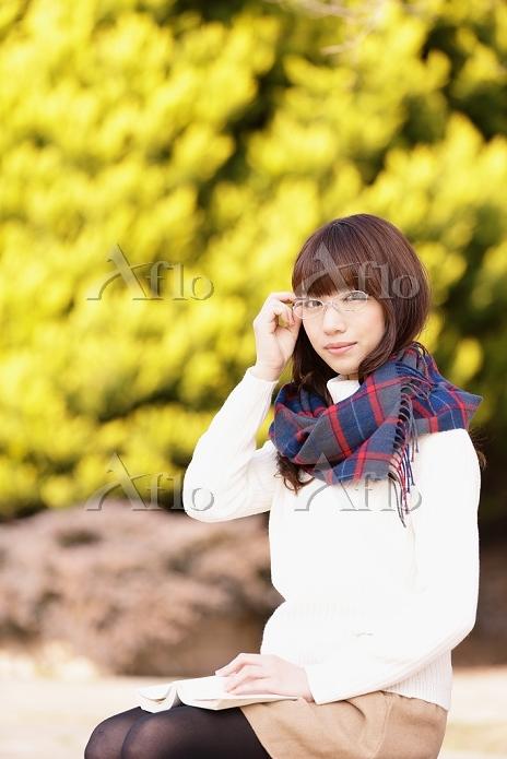 眼鏡をかけている日本人女性