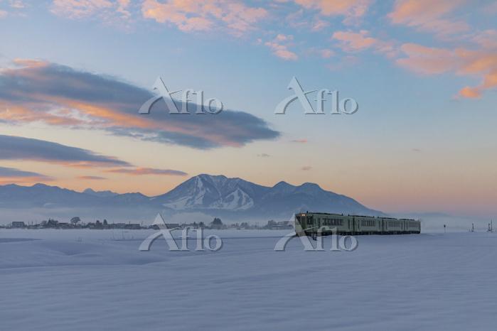長野県 飯山線の夜明け