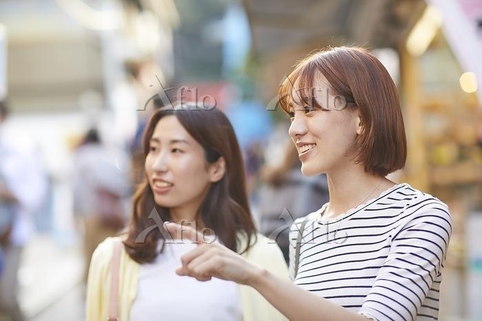 観光をする日本人女性