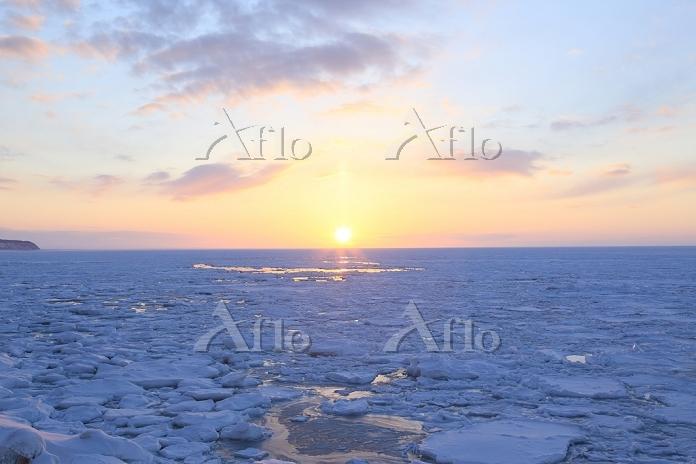北海道 流氷の夕日