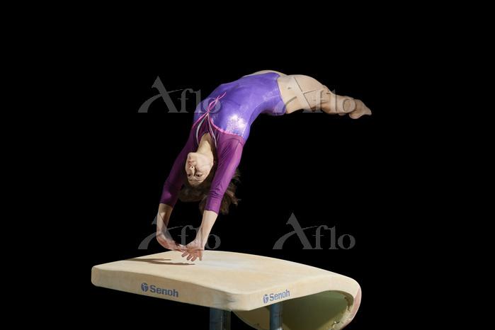 女子体操選手 跳馬