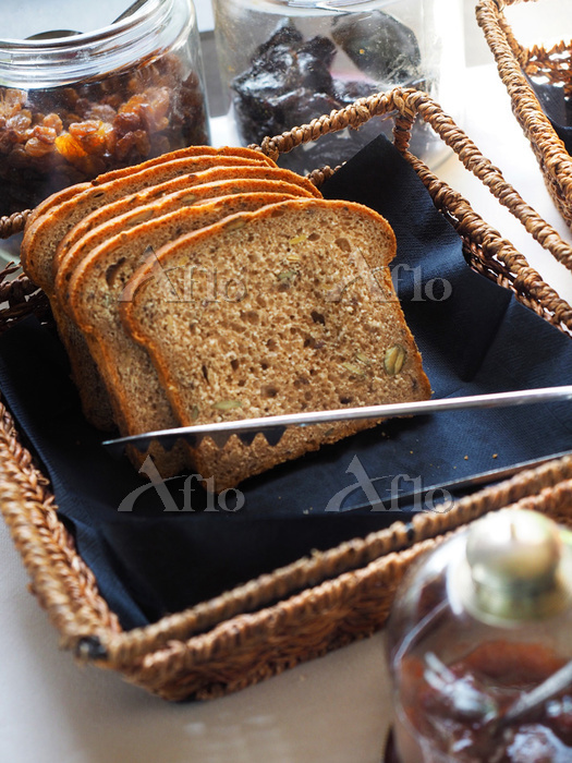 Loaf of homemade cereal bread,・・・