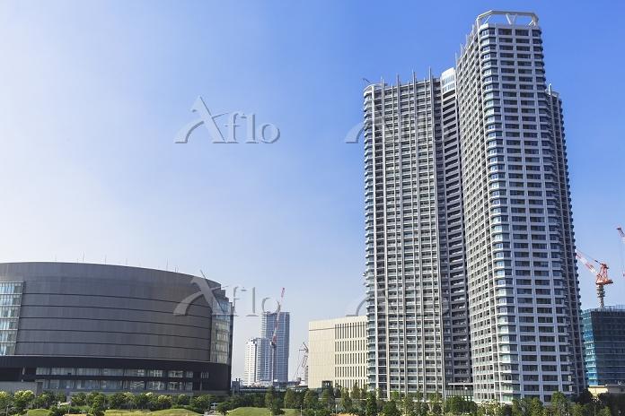 東京都 新豊洲の高層マンションと新豊洲変電所