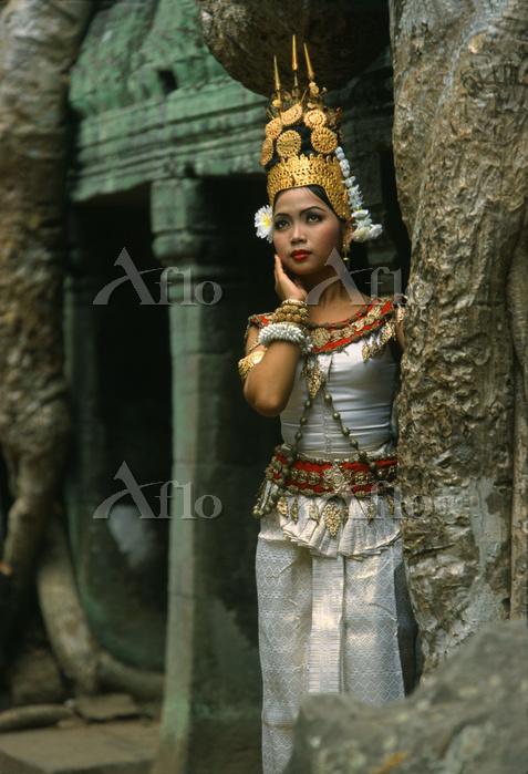 Female temple dancer, Ta Prom ・・・