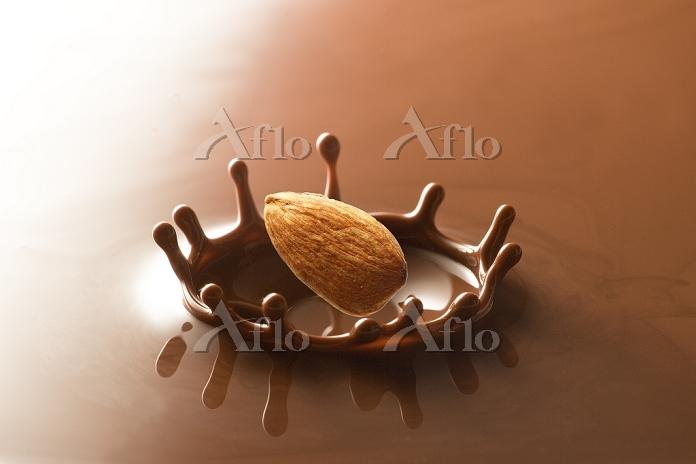 チョコレートクラウンとアーモンド