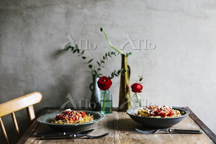 トマトスパゲティが置かれた食卓