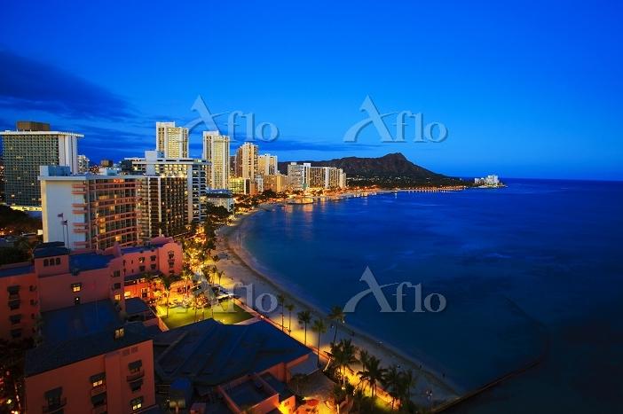 Hawaii, Oahu, Nighttime view o・・・