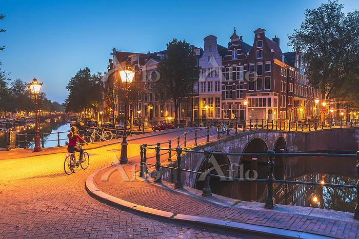 オランダ アムステルダム 夜のケイザー運河