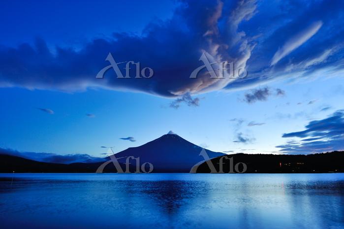 吊るし雲と富士山