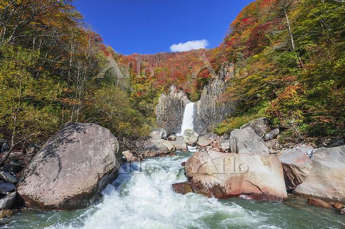 長野県 苗名滝