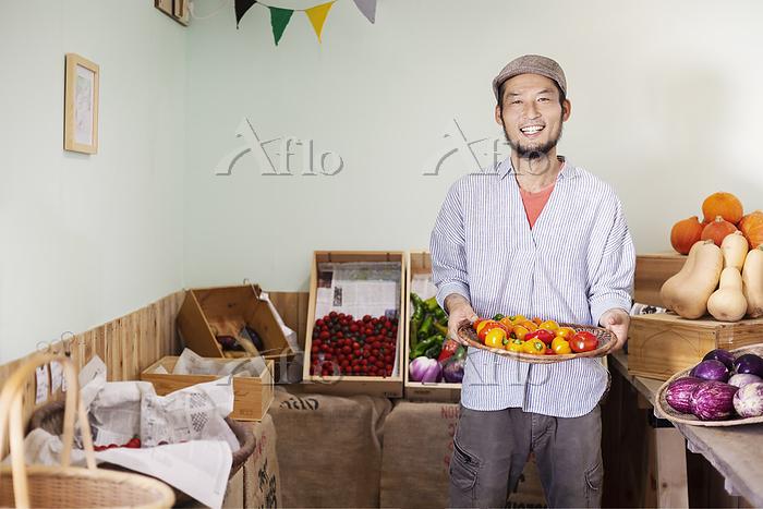 Smiling Japanese man wearing c・・・