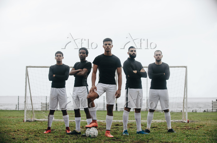Five football players standing・・・
