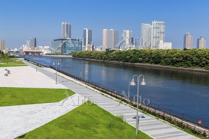 東京都 新豊洲から望む東雲運河と東雲ビル群
