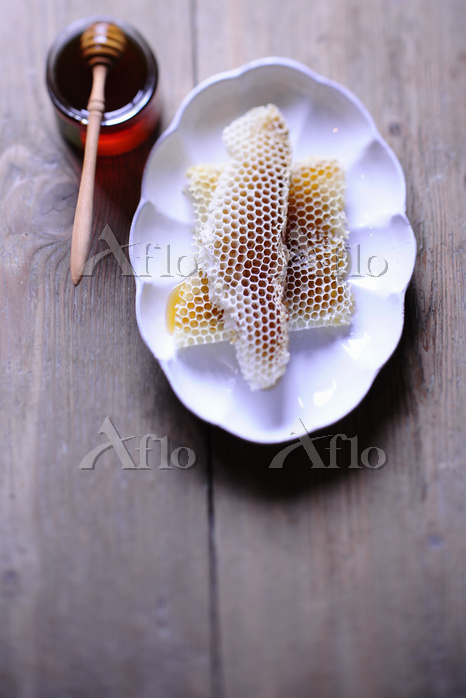 Pieces of honeycomb on a plate・・・