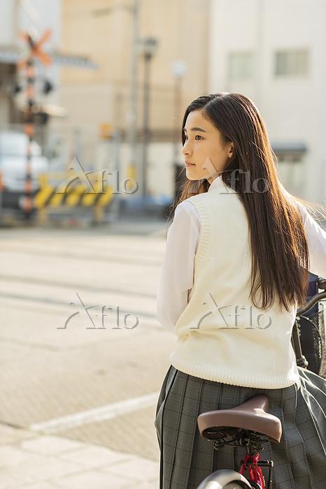 自転車通学の女子高校生