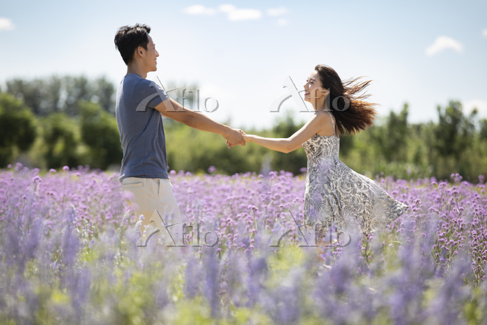 Happy young couple in lavender・・・
