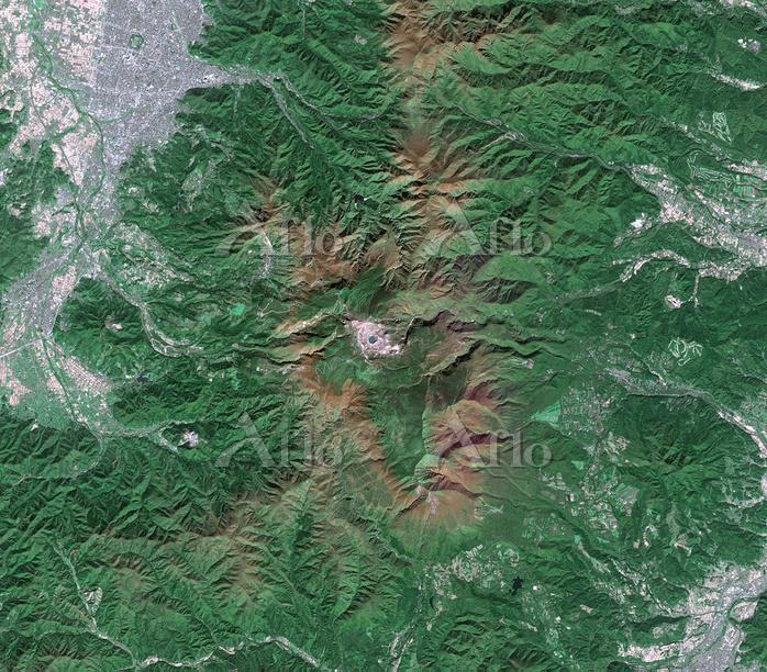 衛星画像 蔵王の御釜