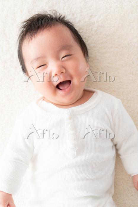 生後2ヶ月の男の日本人の赤ちゃん