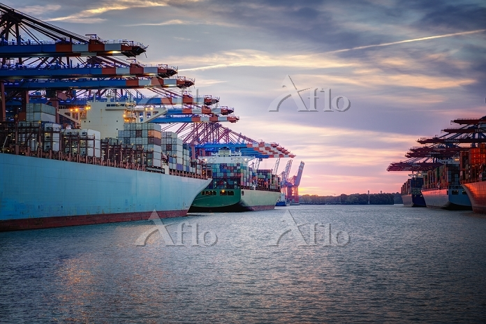 Germany, Hamburg, container sh・・・