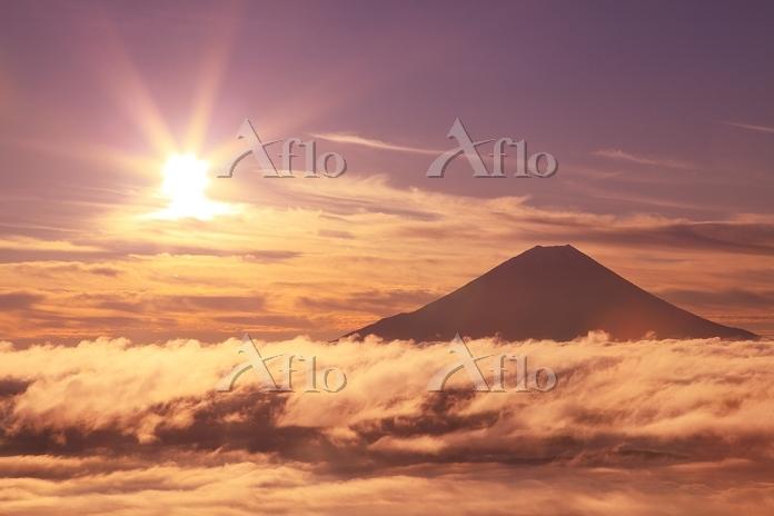 山梨県 富士川町 櫛形山林道 富士山と朝日と雲海