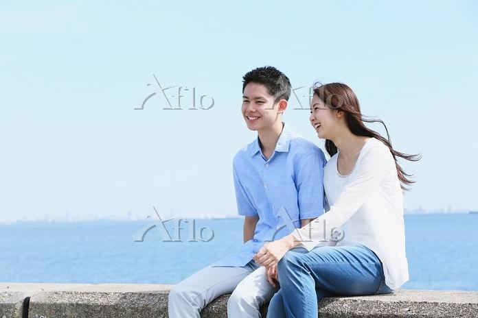 海辺にいるカップル