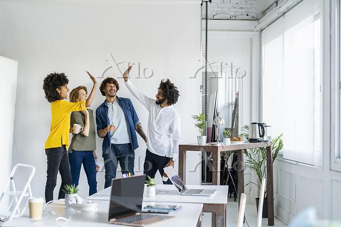 Young entrepreneurs having a m・・・