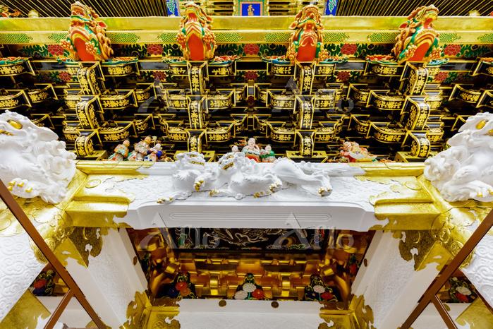 栃木県 日光東照宮 陽明門、正面から見た彫刻
