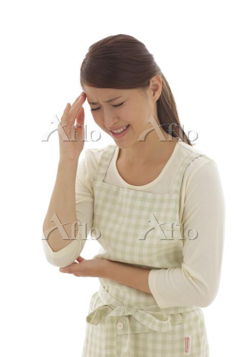 頭痛に苦しむ主婦