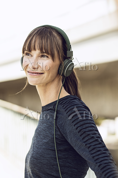 Sportive woman with headphones・・・
