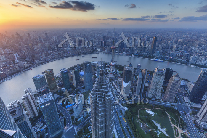 中国 上海 高層ビル群(上海環球金融中心の展望台から撮影)