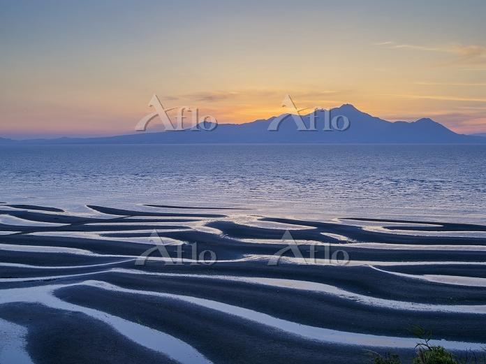 熊本県 有明海 干潟模様と雲仙岳夕景 御輿来海岸