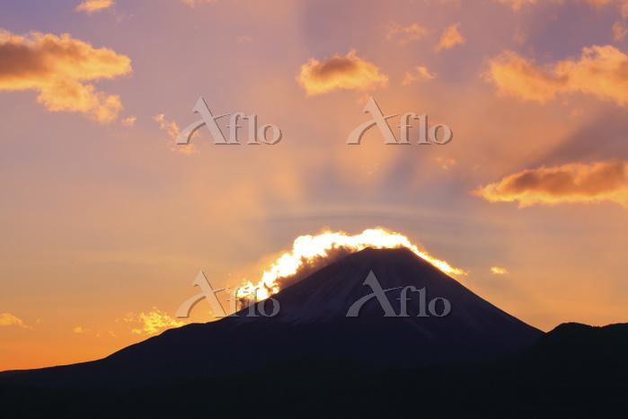 山梨県 上高下から望む夜明けの富士山