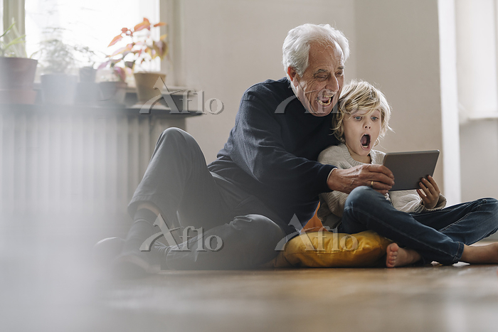 Screaming grandfather and gran・・・